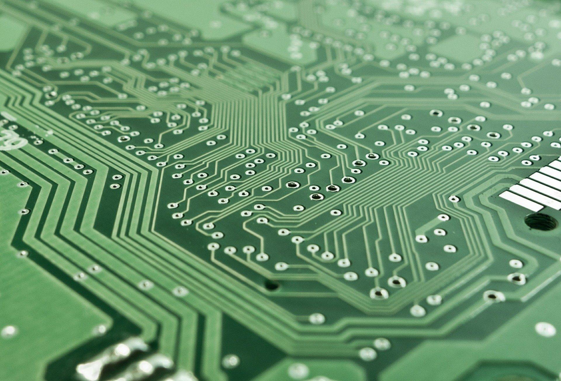 ما هي الهندسة الكهربائية والإلكترونية وأقسامها