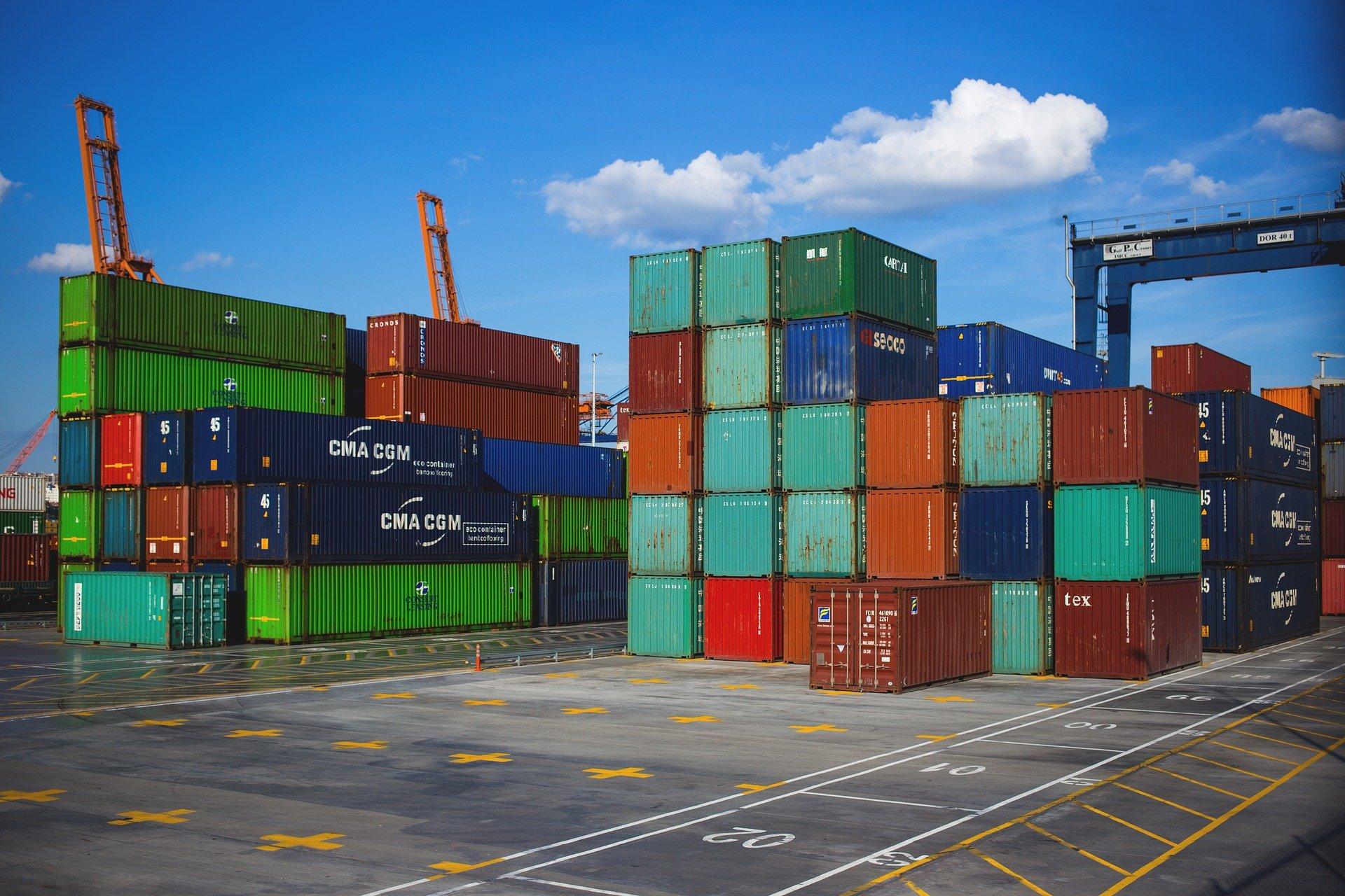 الإستيراد والتصدير، تعريفه، تاريخه، تأثيره، طريقته، وعلاقته بتوازن التجارة